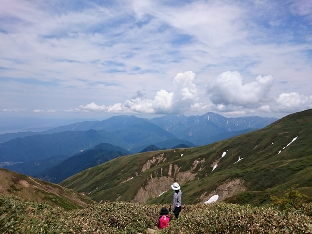 DSC_1447 山頂から越後三山